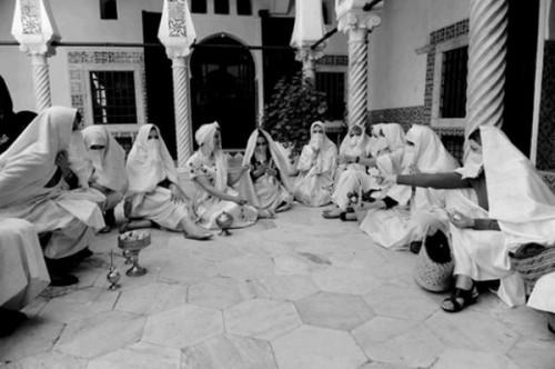 Femmes en hayek
