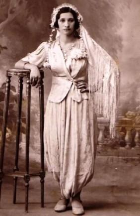 Femme en tenue traditionnelle