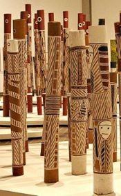 Aboriginal_hollow_log_tombs