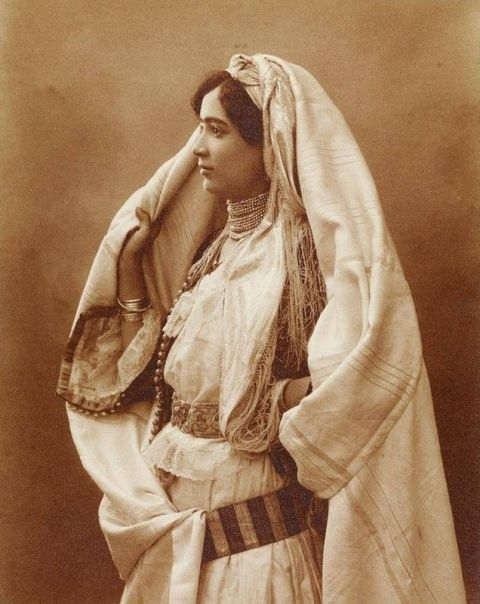 Woman from Algeria 1910-Pinterest