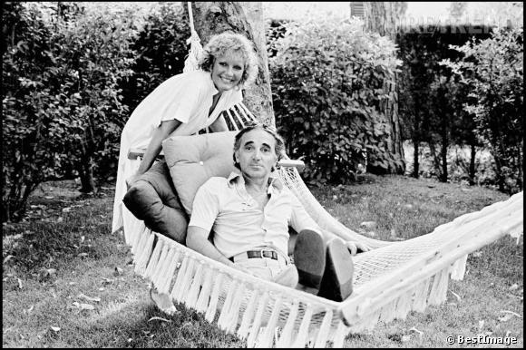 Charles Aznavour et son amie et collaboratrice, Petula Clark à Saint Tropez, en 1978 Pure trend