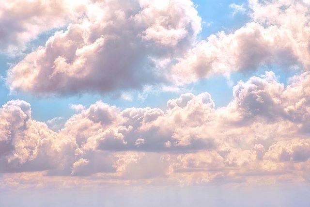 illuminated-fluffy-pink-clouds-in-a-blue-sky-artpics2
